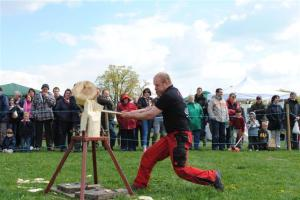 A Welsh axeman gets to grips with his art.