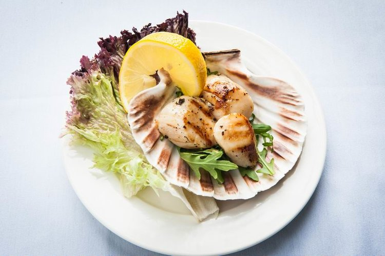 Chef Lonnie is an enthusiastic user of Scottish produce such as scallops.